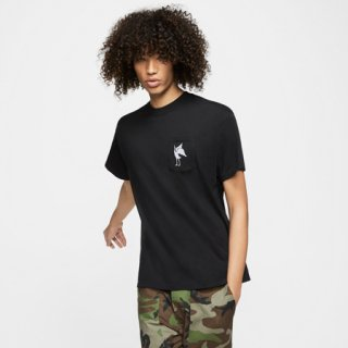 <img class='new_mark_img1' src='https://img.shop-pro.jp/img/new/icons25.gif' style='border:none;display:inline;margin:0px;padding:0px;width:auto;' />NIKE SB Tシャツ AS M NK SB QS GFX TOP DARK OBSIDIAN/(LIGHT CREAM)  DA4307-475