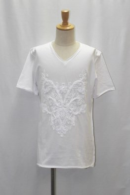 Embroidery cut-off V-neck T-shirts