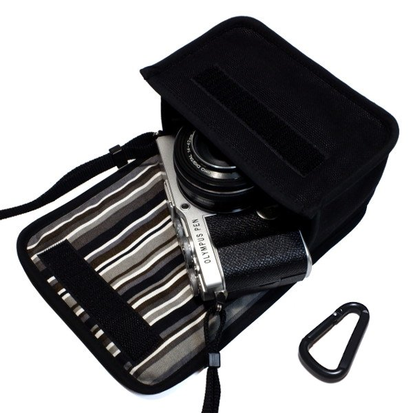 オリンパスペン E-P7ケース(ブラック・アルバグレイ)14-42mm EZレンズキット用  カラビナ付