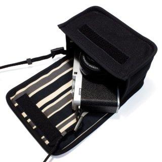 FUJIFILM X-E4ケース(ブラック・カーボンストライプ)単焦点レンズ XF27mm用