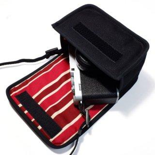 FUJIFILM X-E4ケース(ブラック・ボルドーストライプ)単焦点レンズ XF27mm用