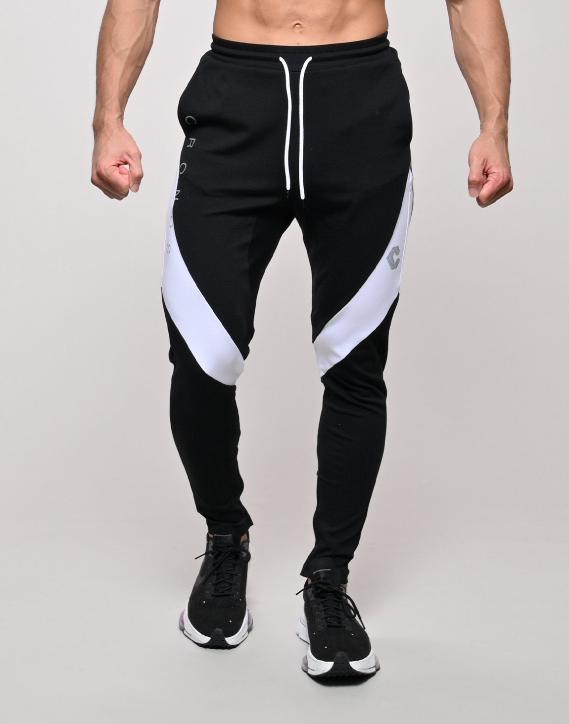 <img class='new_mark_img1' src='https://img.shop-pro.jp/img/new/icons55.gif' style='border:none;display:inline;margin:0px;padding:0px;width:auto;' />CRONOS QUADRICEPS LINE PANTS【BLACK】