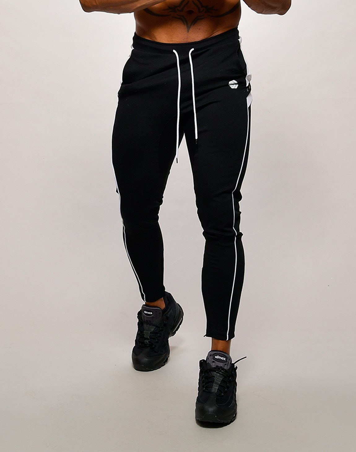 CRONOS NARROW SWEAT PANTS【BLACK】