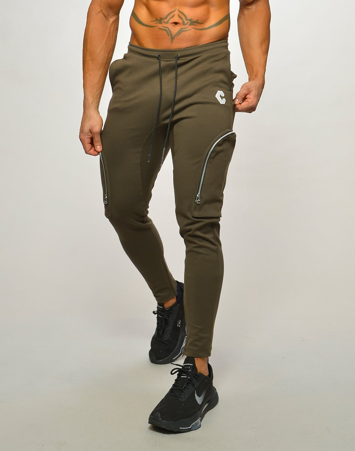 <img class='new_mark_img1' src='https://img.shop-pro.jp/img/new/icons1.gif' style='border:none;display:inline;margin:0px;padding:0px;width:auto;' />CRONOS SIDE ZIP PANTS【KHAKI】