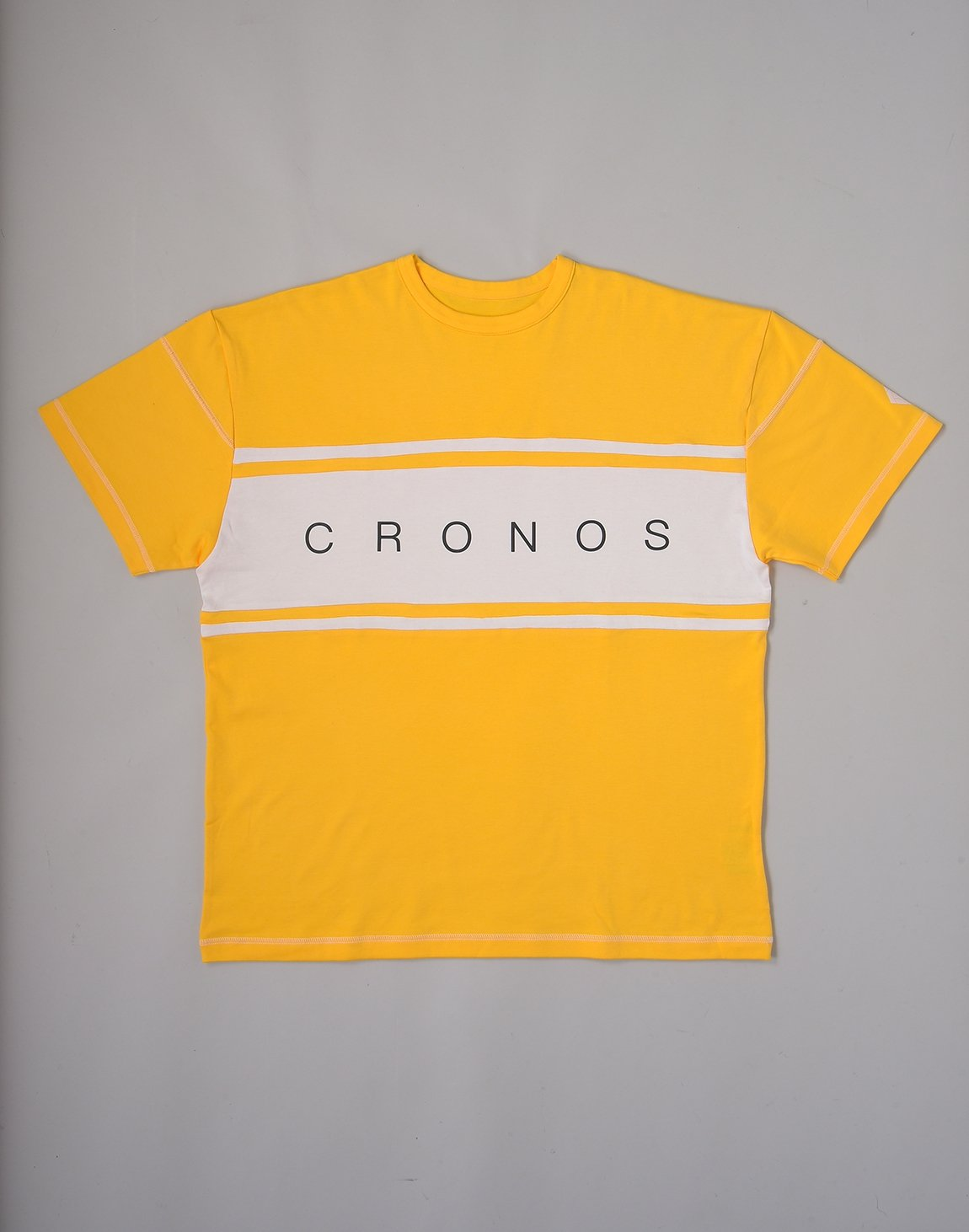 <img class='new_mark_img1' src='https://img.shop-pro.jp/img/new/icons1.gif' style='border:none;display:inline;margin:0px;padding:0px;width:auto;' />CRONOS BANNER LOGO OVERSIZE T-SHIRTS【YELLOW】