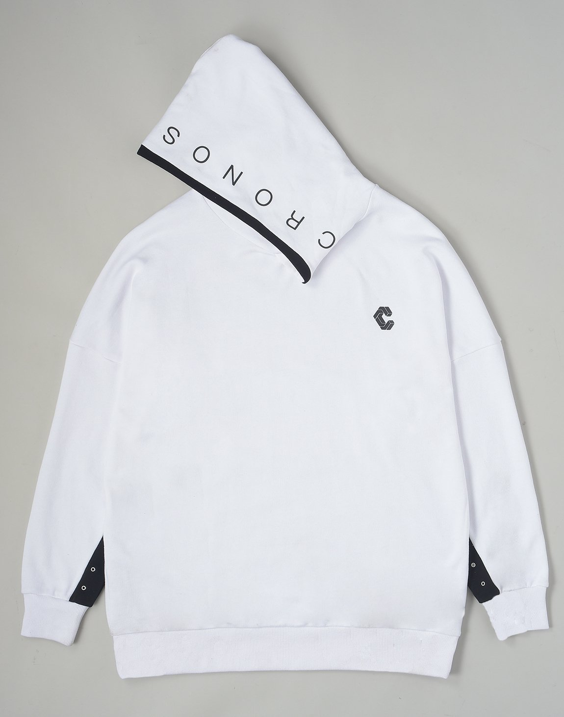 <img class='new_mark_img1' src='https://img.shop-pro.jp/img/new/icons1.gif' style='border:none;display:inline;margin:0px;padding:0px;width:auto;' />CRONOS NECK BUTTON HOODY【WHITE】《後日配送商品》