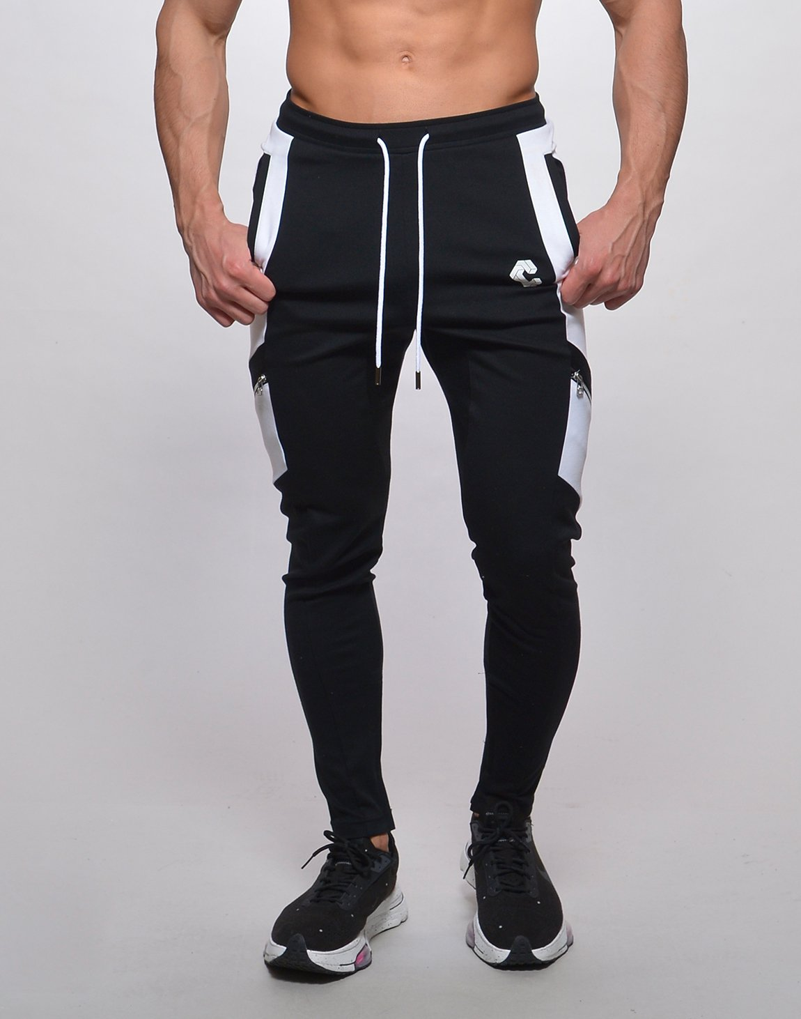 <img class='new_mark_img1' src='https://img.shop-pro.jp/img/new/icons1.gif' style='border:none;display:inline;margin:0px;padding:0px;width:auto;' />CRONOS SLANTED LINE ZIP PANTS【BLACK】
