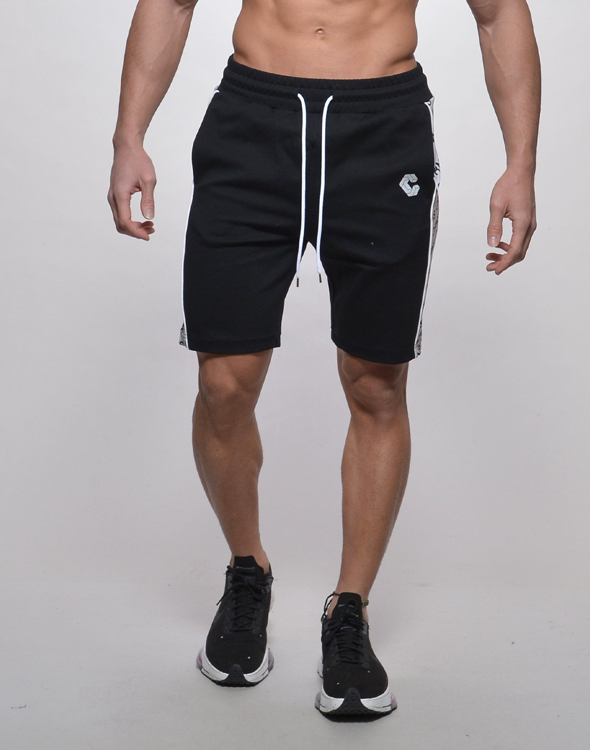 <img class='new_mark_img1' src='https://img.shop-pro.jp/img/new/icons1.gif' style='border:none;display:inline;margin:0px;padding:0px;width:auto;' />CRNS NEW LINE SHORTS【BLACK】