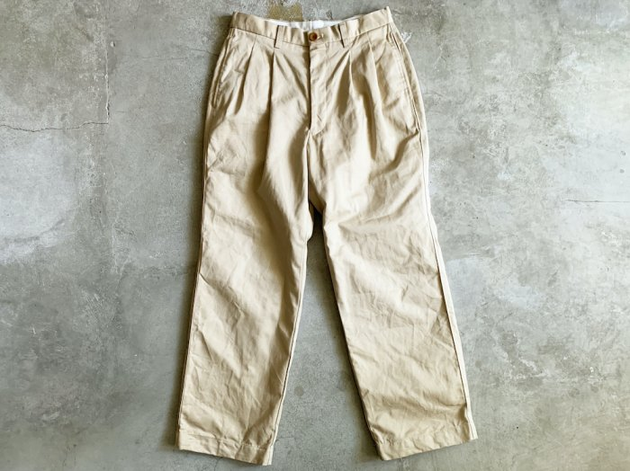 two tuck chino pants / BEIGE