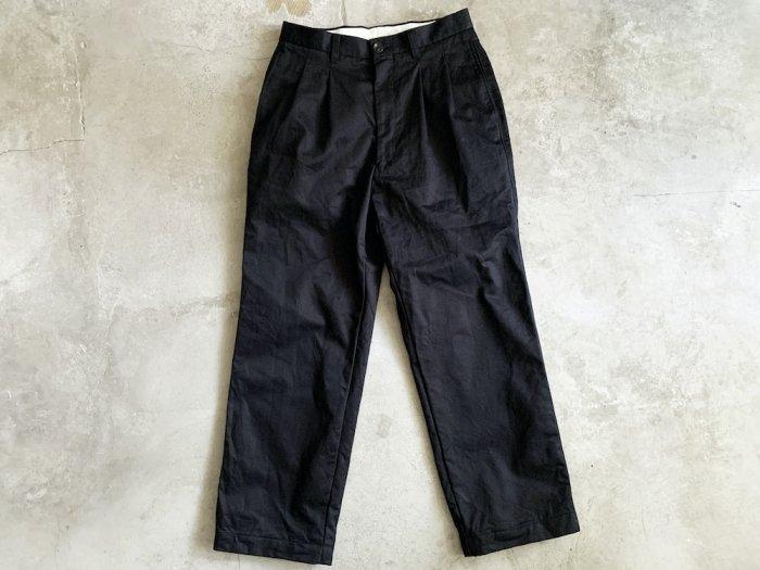 two tuck chino pants / NAVY