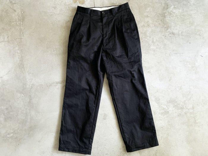 two tuck chino pants / NAVY