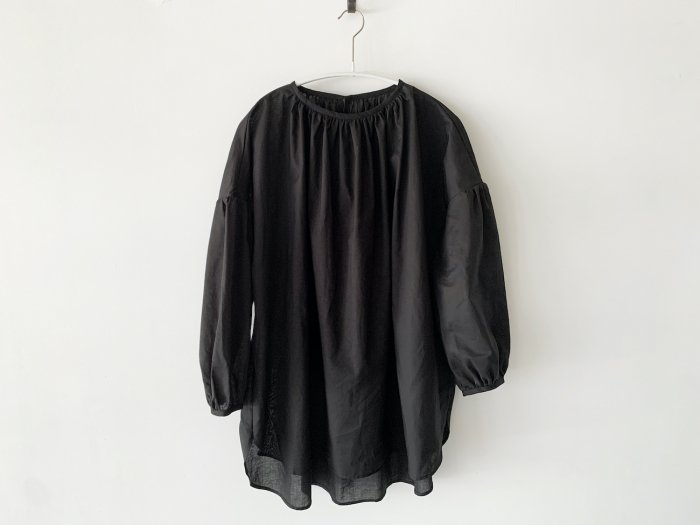 lawn gather blouse/ BLACK