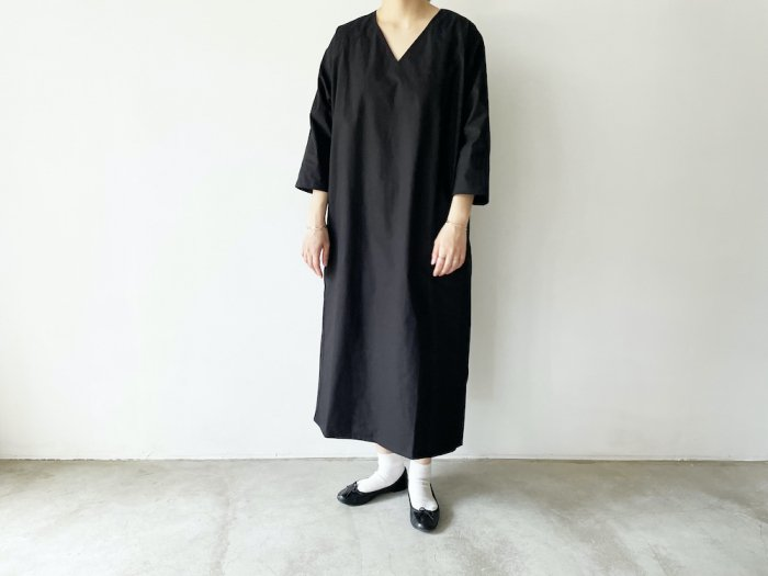 <img class='new_mark_img1' src='https://img.shop-pro.jp/img/new/icons8.gif' style='border:none;display:inline;margin:0px;padding:0px;width:auto;' />hcd cotton v-neck one-piece/BLACK