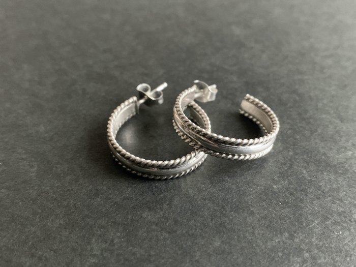 Navajo twist Silver pierce