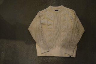 MAGIC NUMBER /SHAGGY YARN CABLE CREW KNIT (OFF WHITE)