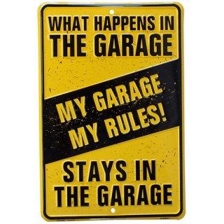 メタルサイン ガレージインテリア プレート What Happens In THE GARAGE