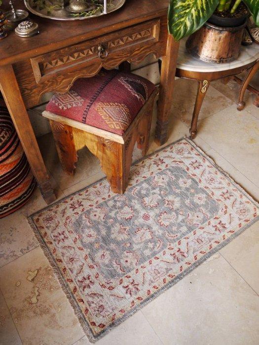 新しい絨毯 ウシャク 小さいサイズ 約92×60
