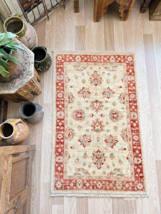 新しい絨毯 ウシャク チェイレキサイズ 約128×81