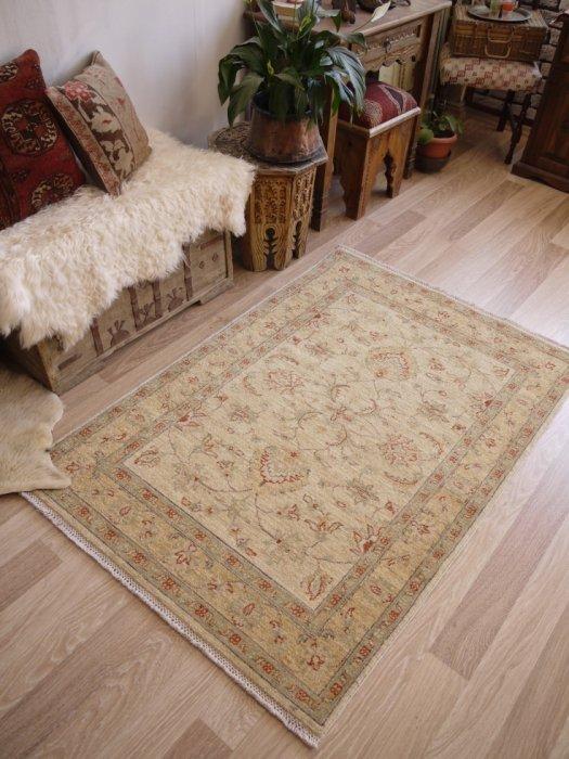 新しい絨毯 ウシャク ナチュラル 約153×102