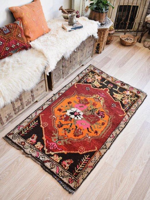 オールド絨毯 レトロ可愛いカルス  約133×80