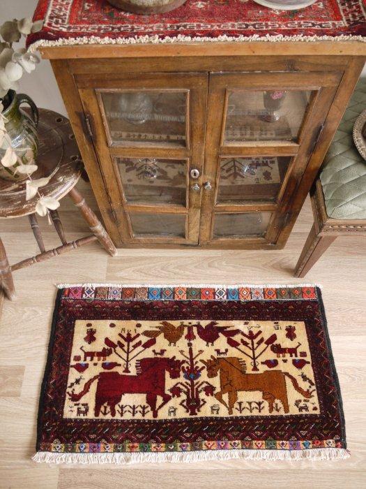 ペルシャ産オールドミニバルーチ絨毯  約92×52