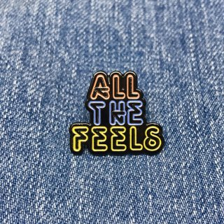 【New Moon Paper Goods】ピンバッチ - All The Feels Neon Sign