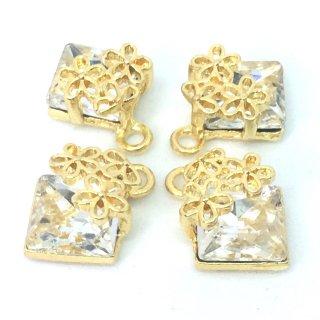 花飾りのクリスタルビジューチャーム(4個)クリア A級ガラスストーン ゴールド台座付きパーツ