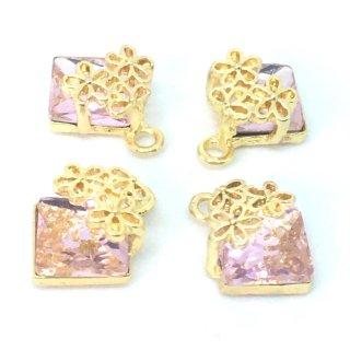 花飾りのクリスタルビジューチャーム(4個)ピンク A級ガラスストーン ゴールド台座付きパーツ