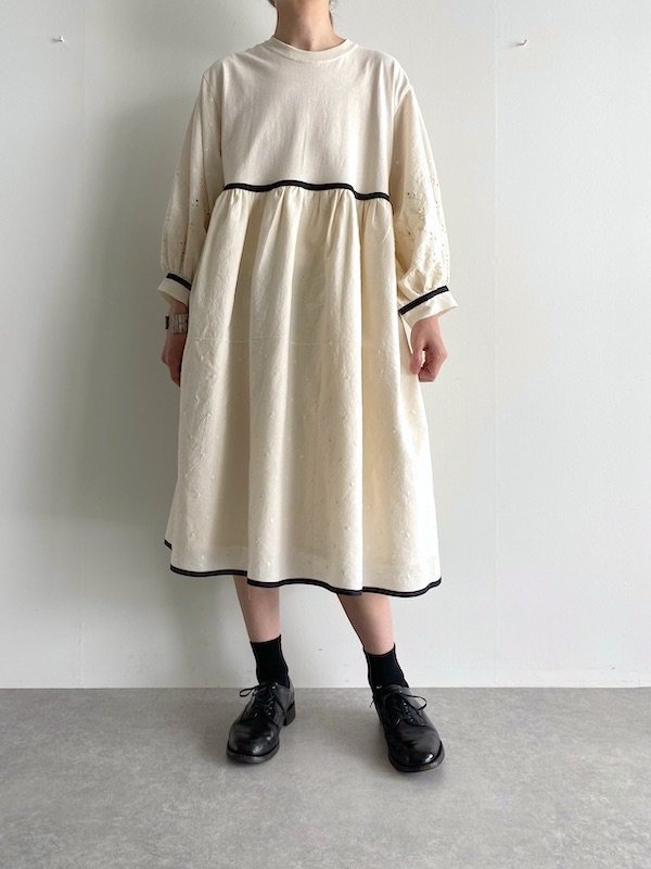 KICI - Cotton embroidery dress  / リメイク刺繍 ミディアム丈ワンピース (Natural white)