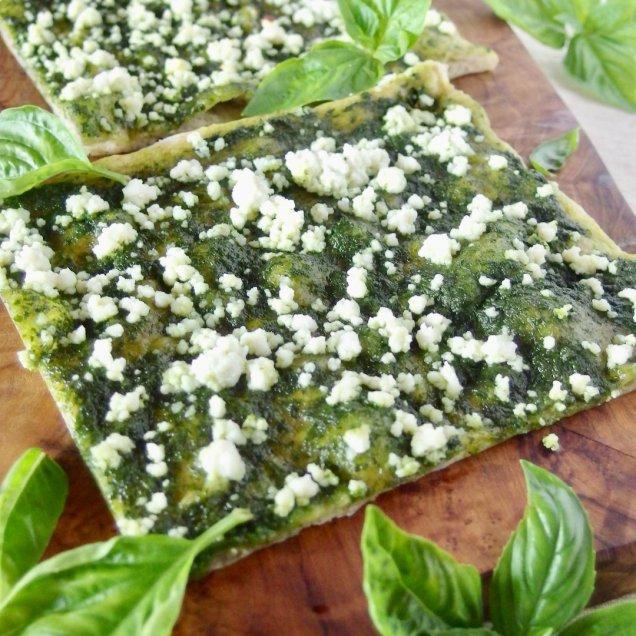簡単調理で身体に優しい♪有機野菜の天然酵母ピザ<綾バジルペースト>