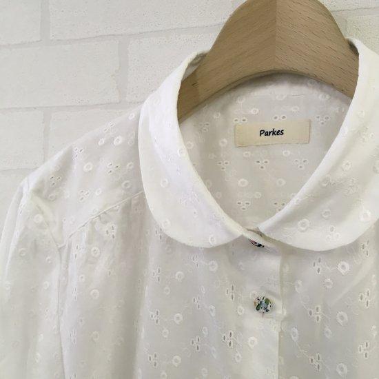 Parkes - アイレットレース丸襟ヨークギャザー七分袖(リバティ釦)