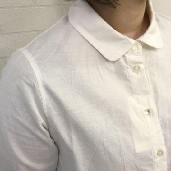 Parkes - オックスシャンブレー丸衿 飾りボタンシャツ