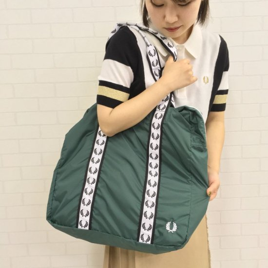 FRED PERRY - TAPED TOTE (F25012)正規取扱商品