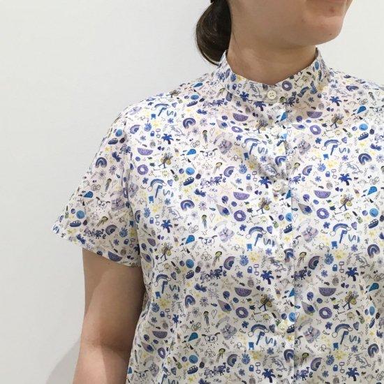 Parkes - モックネック 背中タップの半袖シャツ(リバティコレクション)