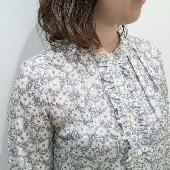J.sloane - フロントフリルのバンドカラーシャツ(リバティコレクション)