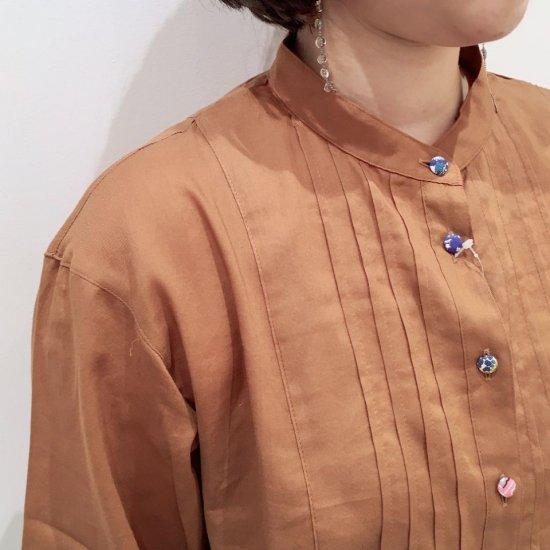 Parkes - 80ビエラワッシャー ピンタックバンドカラーのシャツ(リバティアソートくるみ釦)