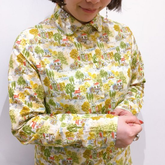 Parkes - オーガニックコットン 家と森の柄 丸衿シャツ