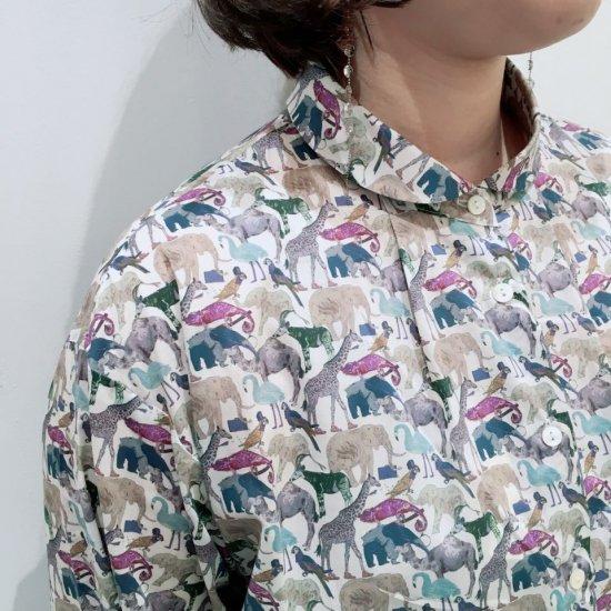 Parkes - プチ丸衿 前タックのシャツ(リバティコレクション)