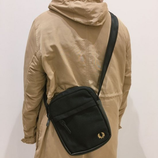 FRED PERRY - PIQUE SIDE BAG (L2247)正規取扱商品