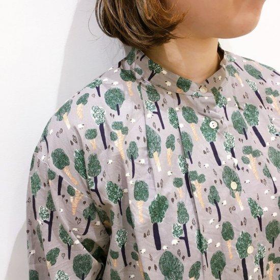 Parkes - 30スケア 羊と森柄 バンドカラーのタックシャツ