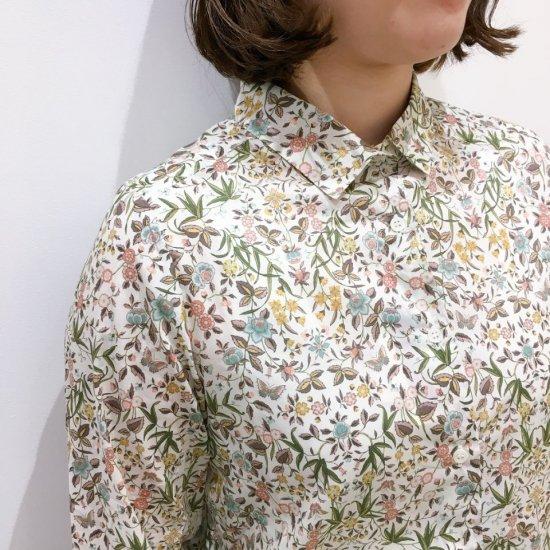 Parkes - レギュラーカラーのシャツ(リバティコレクション)