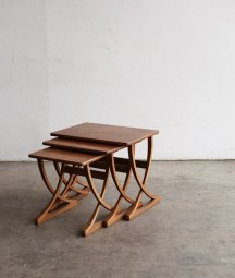 Nest table / nathan[LY]