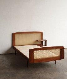 bed frame / Roger Landault[AY]
