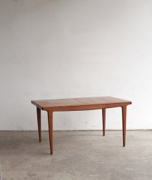 extension table / younger[LY]