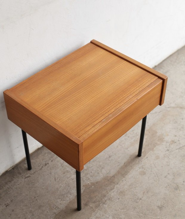 night table / André Simard