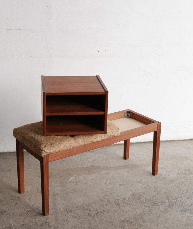 telephone bench[LY]