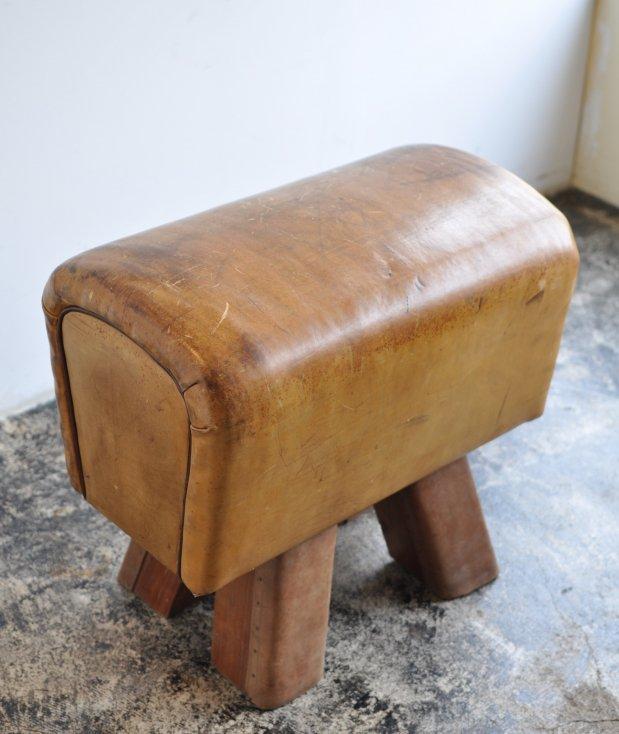 gymnastics stool[AY]
