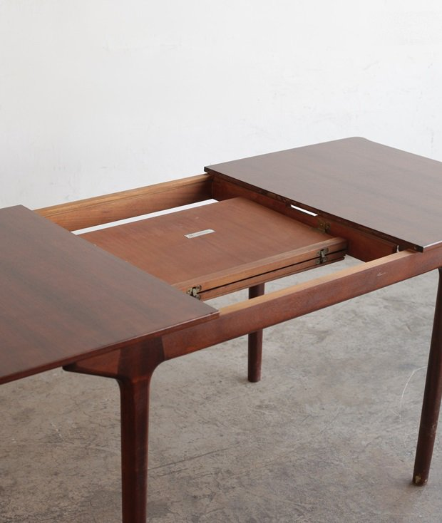 Extension table / McINTOSH[AY]