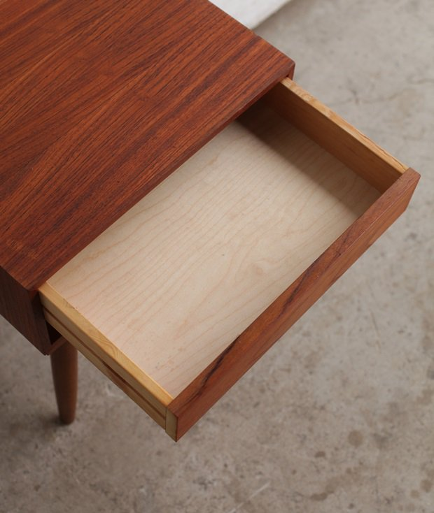 night table[LY]