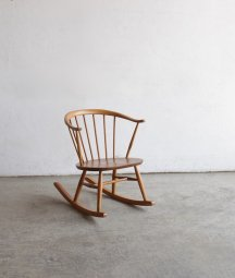 <img class='new_mark_img1' src='https://img.shop-pro.jp/img/new/icons23.gif' style='border:none;display:inline;margin:0px;padding:0px;width:auto;' />ERCOL smoker's rocking chair